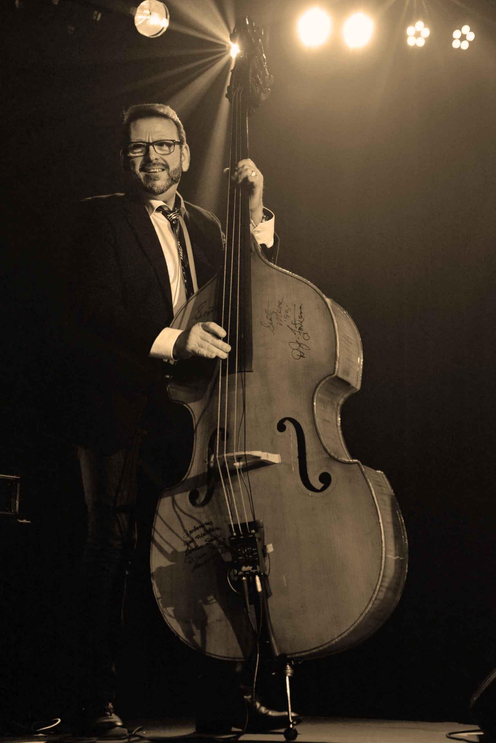 Gaspard Ricevuto - Chris Watson trio - contrebasse - slap bass